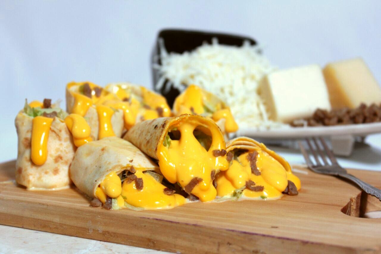 Jual Kebab Mozarella yang lumer banget kejunya di mulut, Nyummy!